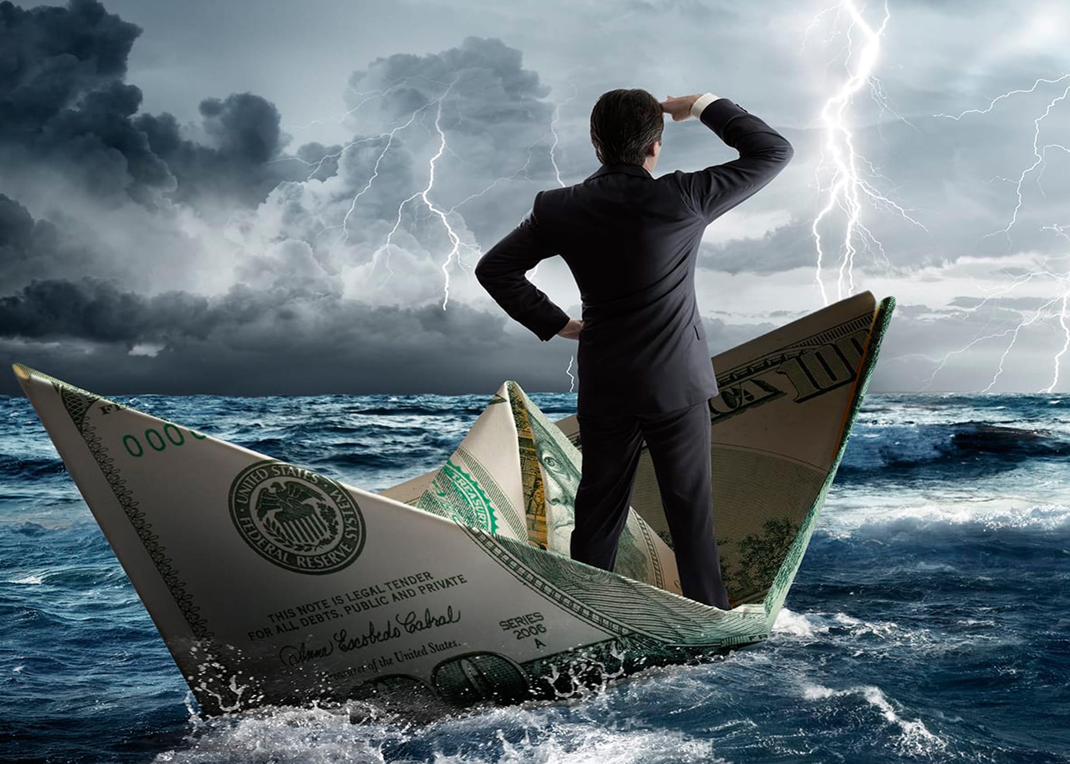 Бизнесмен в бурю на бумажном кораблике
