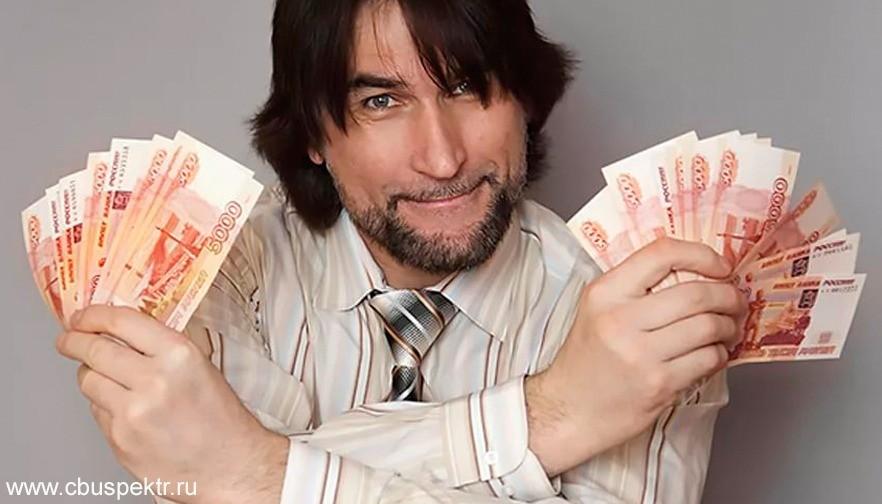Мужчина с веером из денег