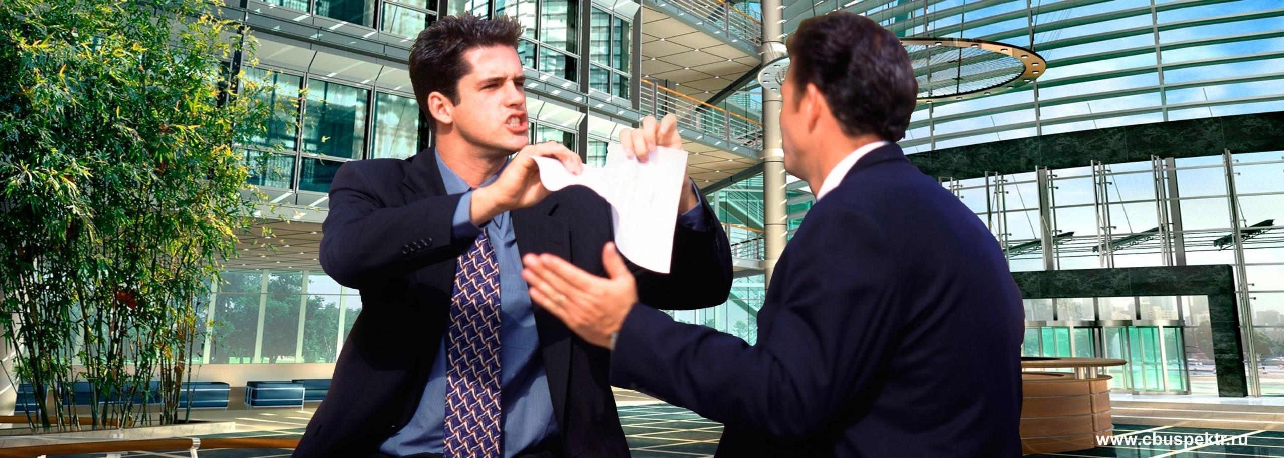 Бизнесмен рвет договор на глазах у контрагента