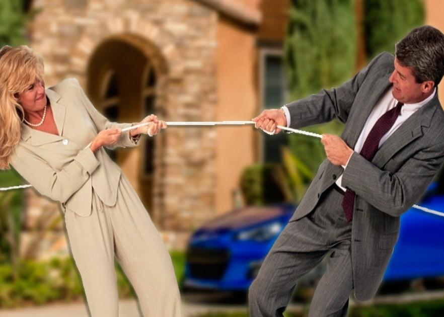 Муж и жена борются за имущество